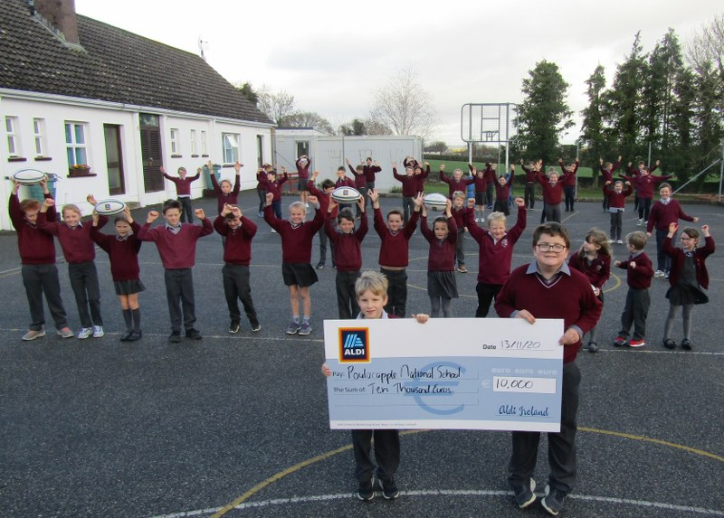 Celebrating winning our €10,000 Aldi Play Rugby cash prize!!