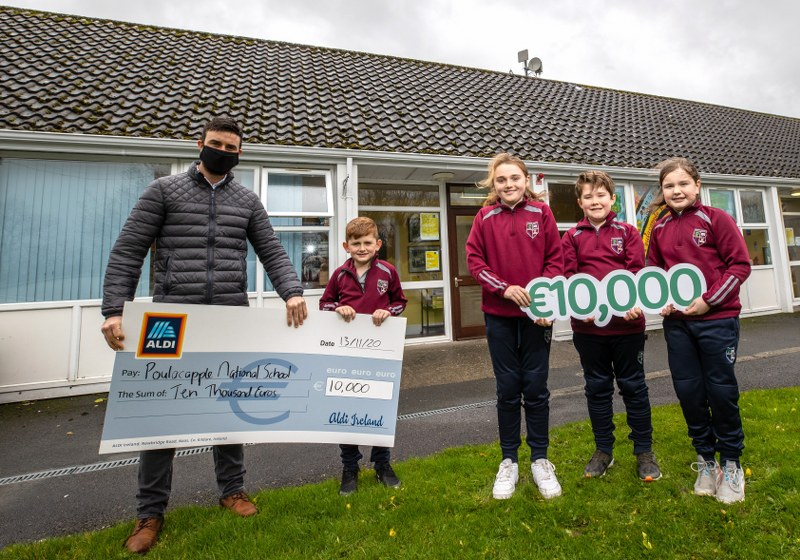 Receiving our €10,000 cheque from Aldi Ireland – Irish Rugby